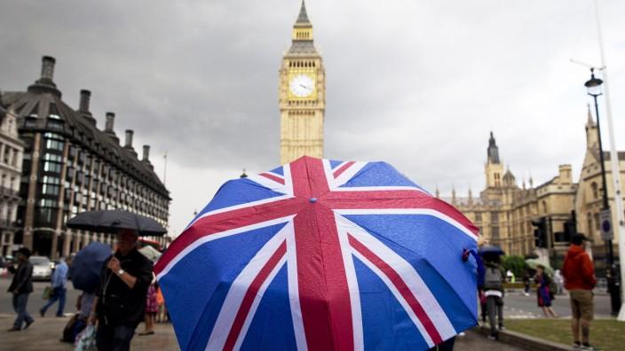 Regenschirm mit aufgedrucktem Union Jack in London