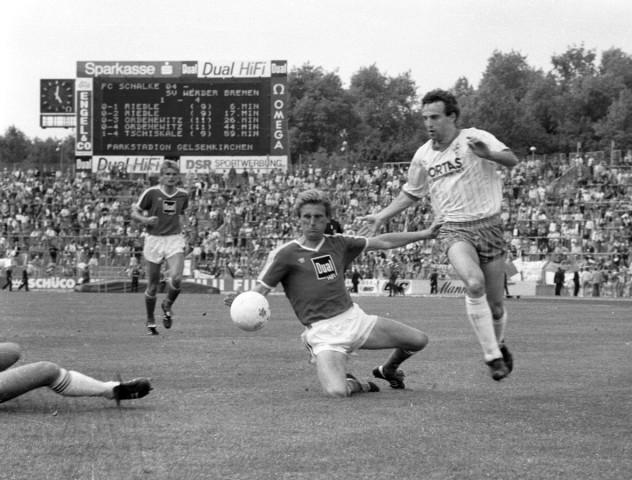 FC Schalke 04 SV Werder Bremen 1 4 21 05 1988 Klaus Fichtel S04 gegen Frank Ordenewitz SVW *