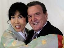 Leute des Tages: Ehe mit Soyeon Schröder-Kim? Kostet 22 000 Euro