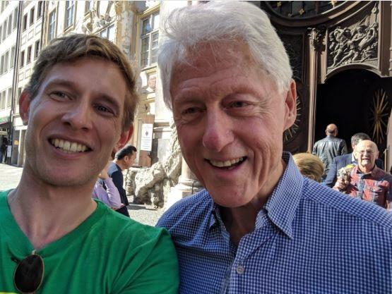 Bill Clinton in der Münchner Fußgängerzone