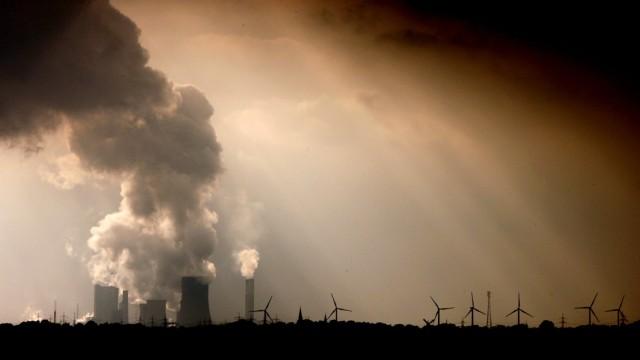 RWE-Braunkohlekraftwerk Niederaußem
