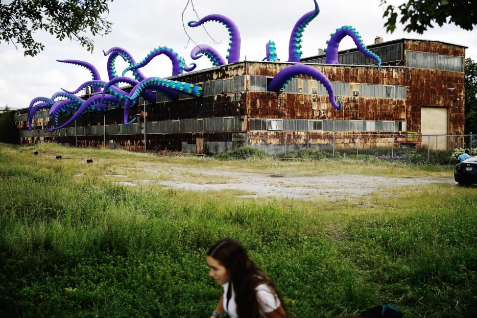 Skulptur 'Sea Monsters HERE' in Philadelphia