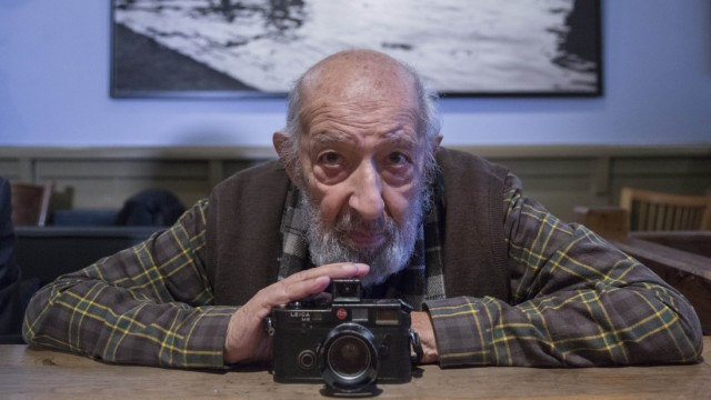 Turkey's photography legend Ara Guler dies at 90