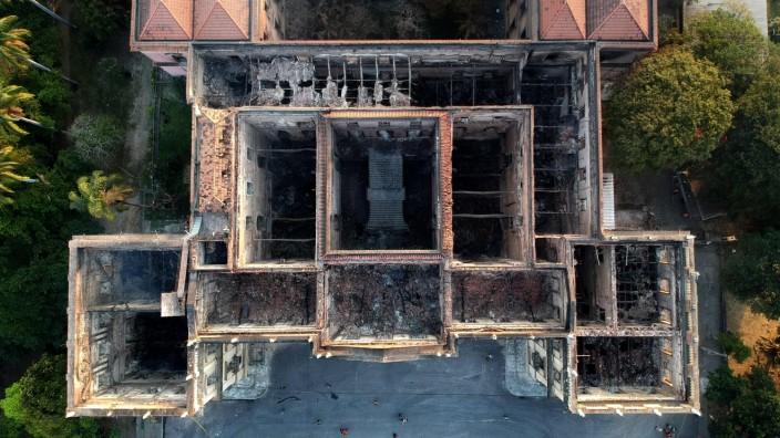Brasilien: Auch sechs Wochen nach dem Brand des Nationalmuseums in Rio gibt es nicht einmal eine provisorische Dachbedeckung.