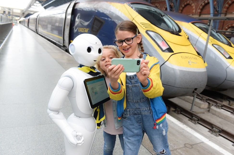 Eurostar welcomes 'Pepper' : the first robot in the UK travel industry