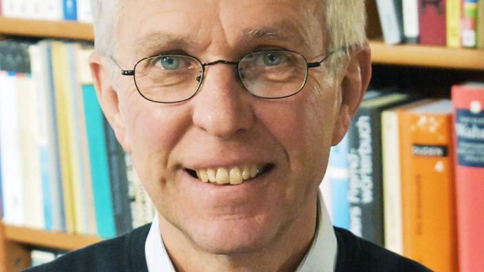 Zölibat: Clemens Betting, 61, ist Buchhändler im westfälischen Warendorf. Nach dem Studium der Geschichte, Geografie und Theologie wählte er den Priesterberuf.