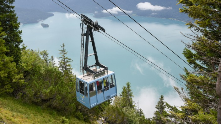 Mehr als eine Million Personen hat die Herzogstandbahn seit 1994 ins Tal oder zum Gipfel befördert.