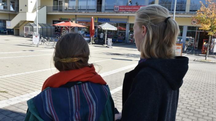 Zwei Studentinnen, die beim Containern erwischt wurden.