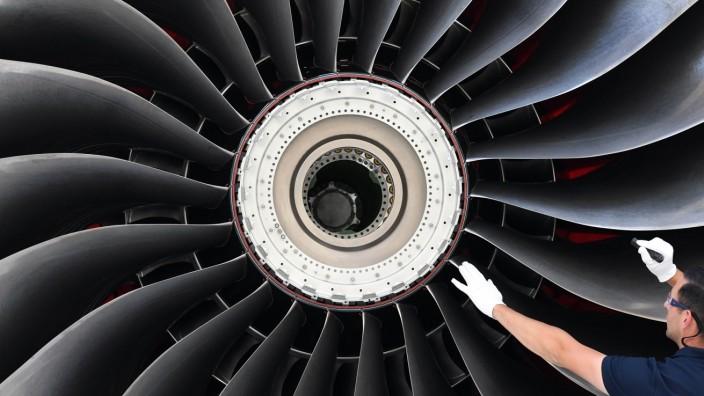 Wirtschaft: Triebwerkfertigung bei Rolls-Royce