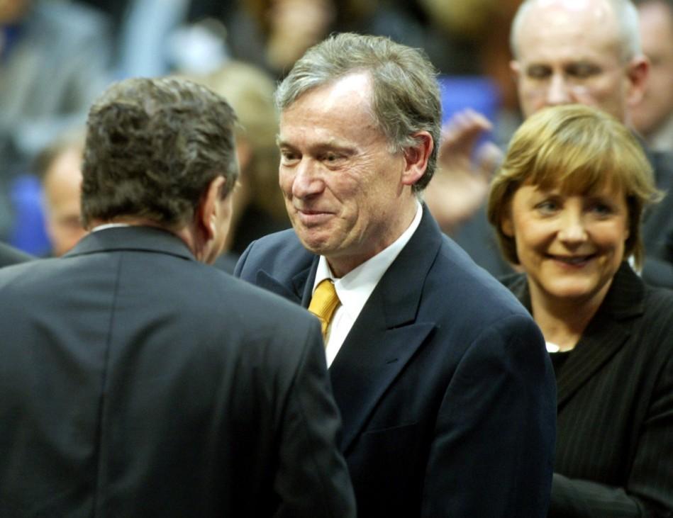 Gerhard Schröder gratuliert Horst Köhler, Wahl des Bundespräsidenten, 2004