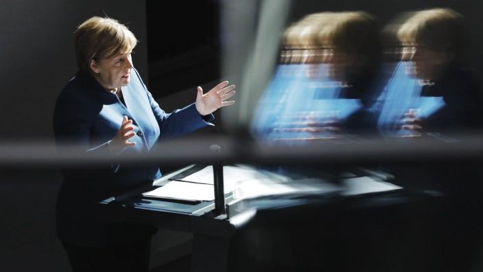 Bundeskanzlerin Angela Merkel Deutschland Berlin Bundestag Regierungsbefragung Fragestunde R; Angela Merkel