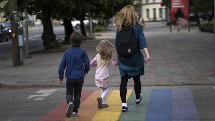 Bundesgerichtshof: Regenbogenfamilien sind zurzeit im Abstammungsrecht benachteiligt.