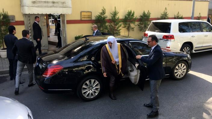 Fall Khashoggi: Der Generalstaatsanwalt Saud al-Modschab vor dem saudischen Konsulat in Istanbul. Hier wurde der Journalist Jamal Khashoggi umgebracht. Al-Modschab sollte helfen, die Tat aufzuklären, doch die Istanbuler Staatsanwaltschaft wirft ihm vor, mehr am Ruf des Kronprinzen als am Tathergang interessiert zu sein.