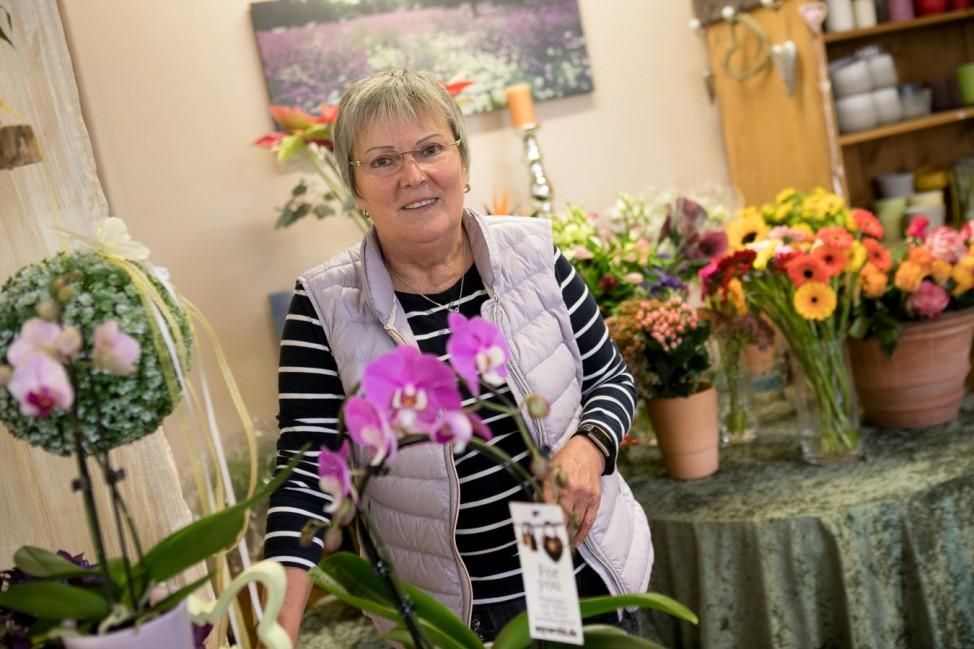 Gertrud Eberle, Blumenhändlerin, die aus Altersgründen ihren Laden zusperrt. Garching, am Bürgerplatz 5