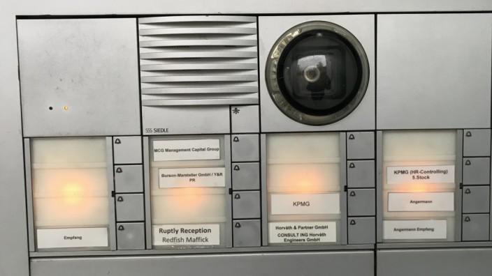 Klingelleiste - die zeigt, dass redfish und Maffick mit der staatliche  russischen Videoagentur Ruptly zusammensitzen