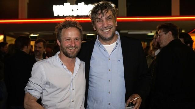 Maximilian Brückner und Christian Stückl bei Premierenfeier in München, 2017