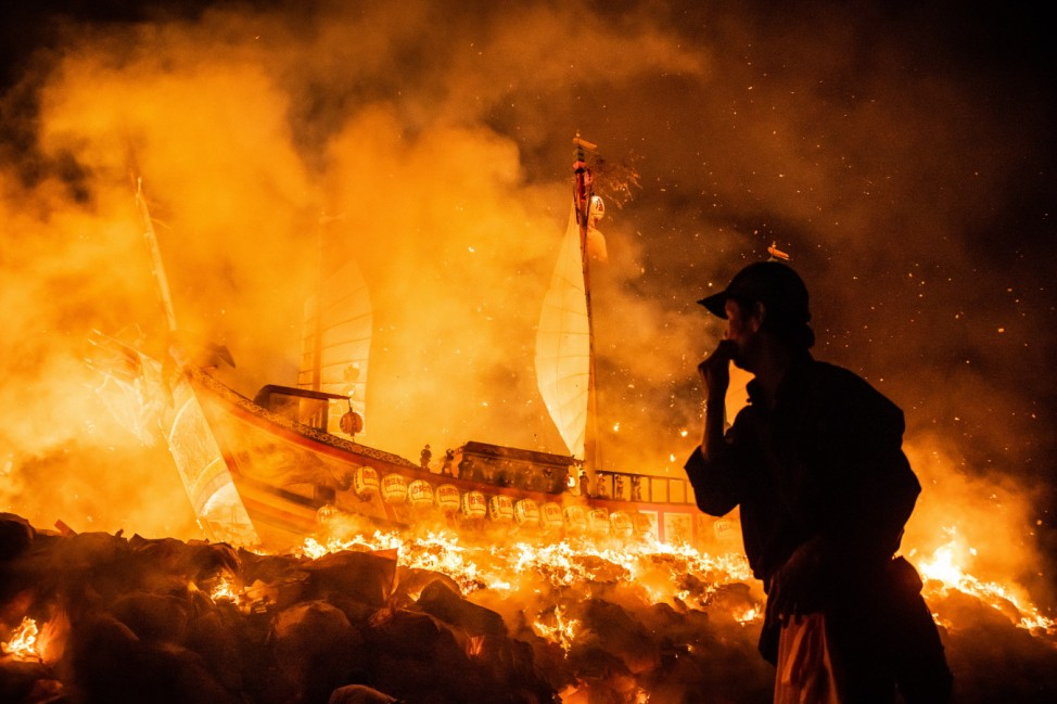 Taiwanese Celebrate The Pingtung Wang Yeh Boat-Burning Festival