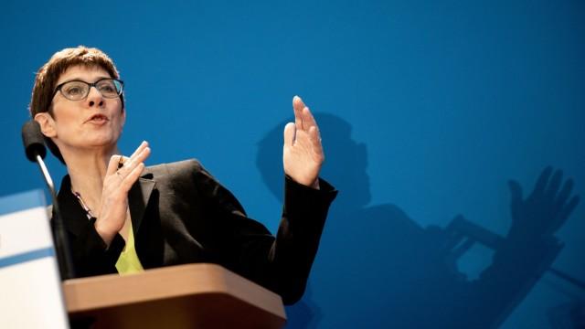Pressekonferenz Kramp-Karrenbauer