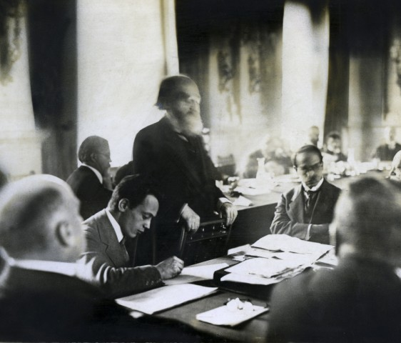 Kurt Eisner hält eine Rede bei der Reichskonferenz, 1918