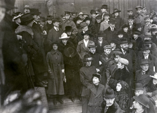 Wahlversammlung anlässlich der Wahl zur Nationalversammlung 19.1., 1919