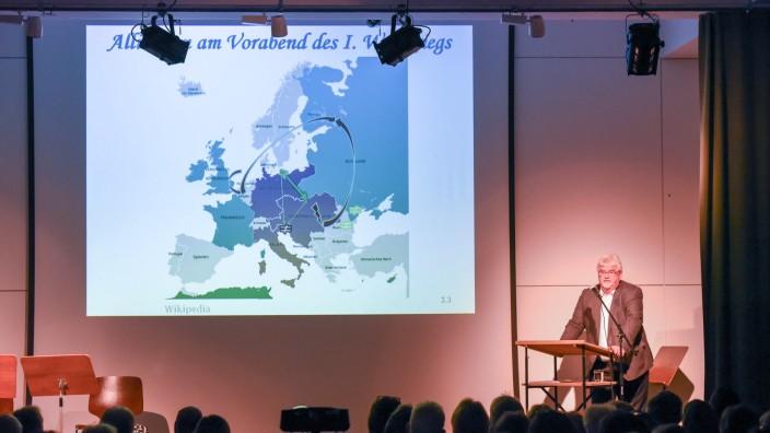 So war's im Oberland: Michael Holzmann führte das Publikum kenntnis- und detailreich durch die Geschichte.