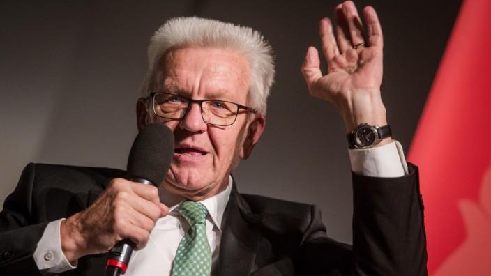 Ministerpräsident Kretschmann stellt sein Buch vor