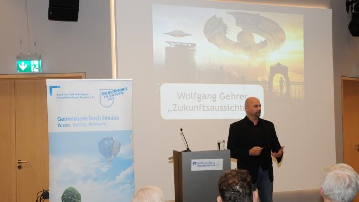 Das Bild zeigt den Futuristen Wolfgang Gehrer.