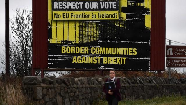 Brexit - Protestplakat gegen eine harte Grenze zwischen Irland und Nordirland