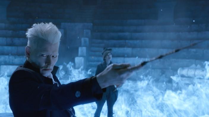 """""""Phantastische Tierwesen 2"""" im Kino: Johnny Depp spielt Gellert Grindelwald, der einen neuen Kampf in der """"Wizarding World"""" von J.K. Rowling entfacht."""