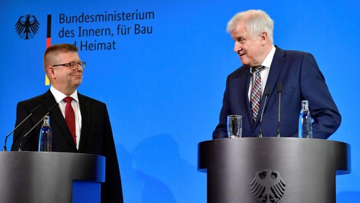 Haldenwang Seehofer Verfassungsschutzbericht