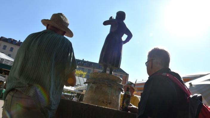 Liesl-Karlstadt-Brunnen auf dem Münchner Viktualienmarkt, 2017