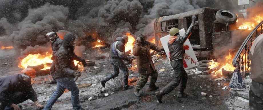 Ukraine-Konflikt: Die Ukrainer zahlten für den Machtwechsel in ihrem Land einen hohen Preis: Bei den Maidan-Protesten gab es etwa 130 Tote, darunter auch 18 Polizisten, und viele Verletzte.