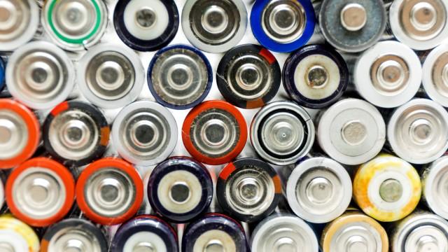 02 12 2017 Berlin Deutschland GER Alte Batterien liegen auf einem Atapel *** 02 12 2017 Berl