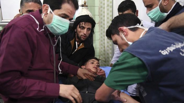 Syrien: Ein Junge wird in einem Krankenhaus in Aleppo behandelt.