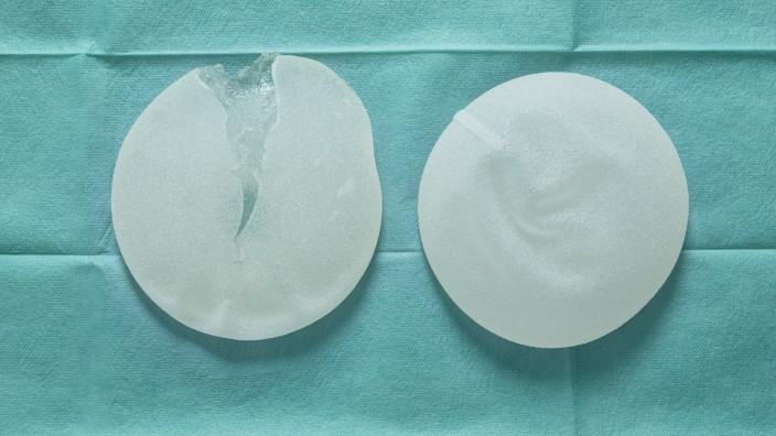 Silikonimplantate auf OP Tuch