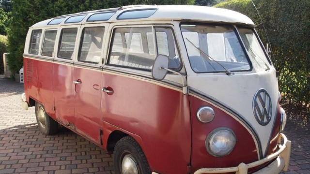 VW Bulli Samba nach seiner Entdeckung in einer Scheune