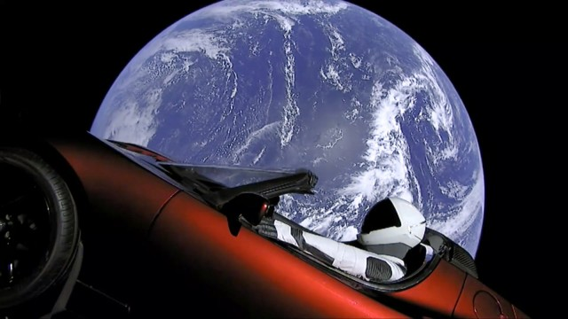 "´Starman"" im roten Tesla im All"