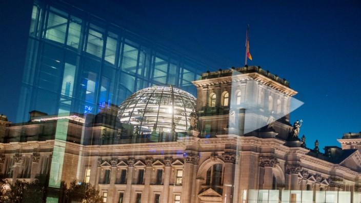 Reichstag zur blauen Stunde