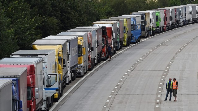 Migrant crisis causes chaos on UK side of tunnel