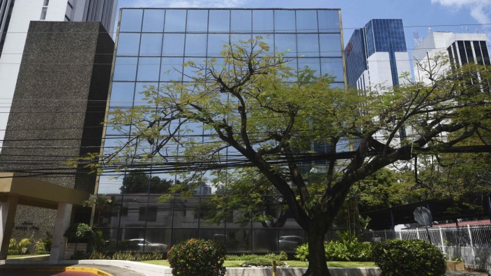 US indicts four tied to money laundering at 'Panama Papers' firm