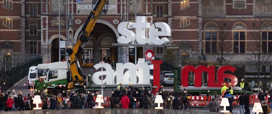 """Schriftzug """"I amsterdam"""" vor dem Rijksmuseum in Amsterdam"""