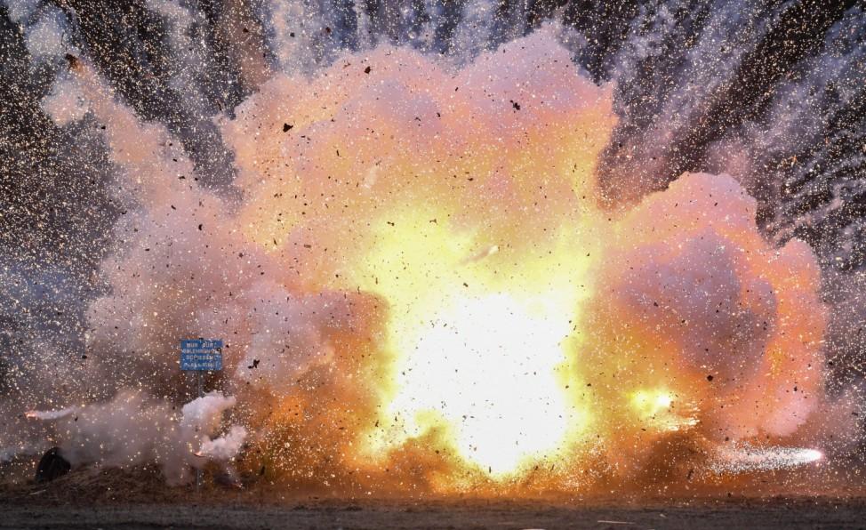 Zoll sprengt Feuerwerkskörper