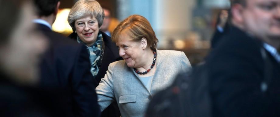 Brexit: Theresa May (links) besucht Angela Merkel - doch die beiden Frauen werden sich in der Krise um den Brexit kaum helfen können.