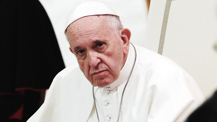 Pope Francis leads the audience for SlovakiaâÄÖs pilgrims