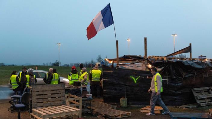 Besuch bei den Gelbwesten: Protestierende Gelbwesten in Saint-Beauzire.