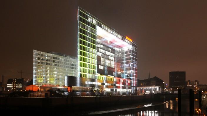 Spiegel-Gruppe feiert im neuen Gebäude