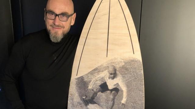 Jochen Schweizer mit Surfboard Weichnachtsgeschenk