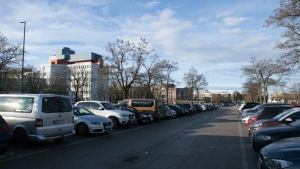 Siemens Parkplatz nördlich des Otto-Hahn-Rings in Neuperlach
