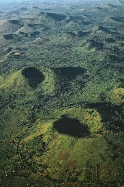 Vulkane: Auf den Kraterkegeln des Vulkans Marsabit wird Landwirtschaft betrieben.