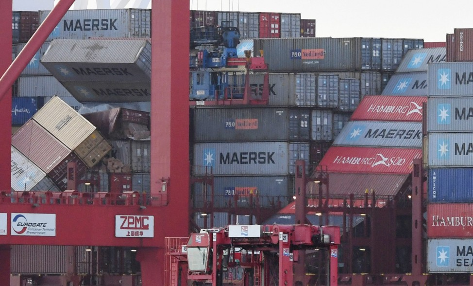 'MSC Zoe' liegt an der Kaje des Container Terminals